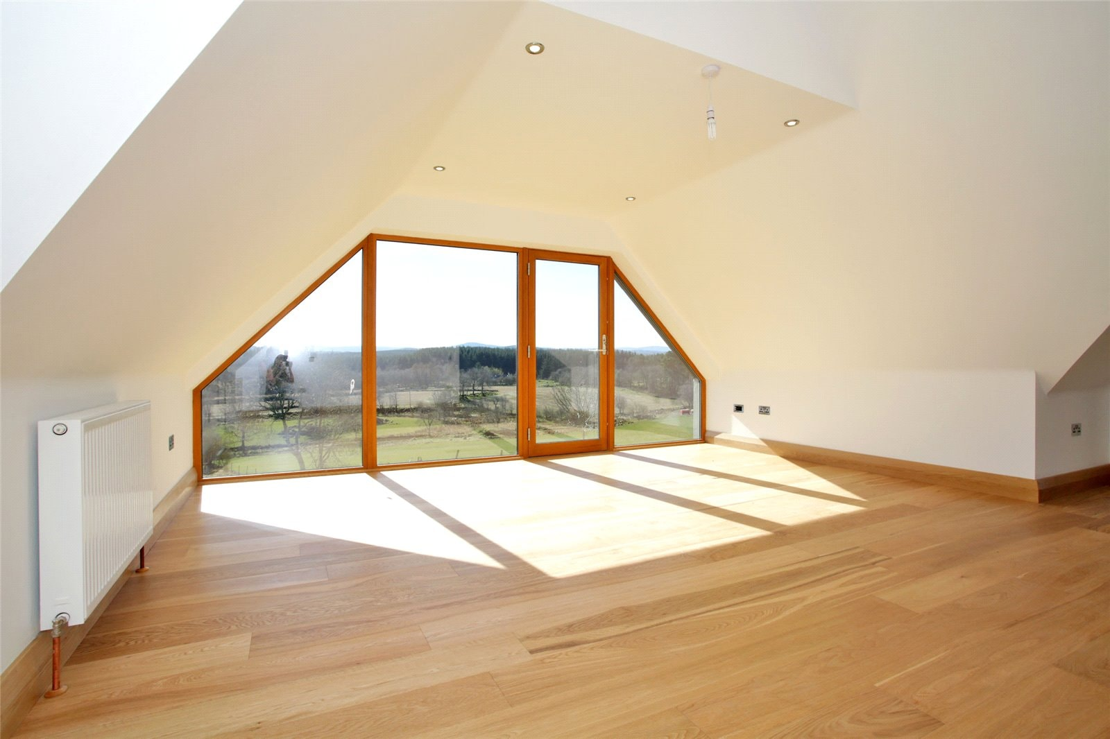 Great natural lighting from large windows