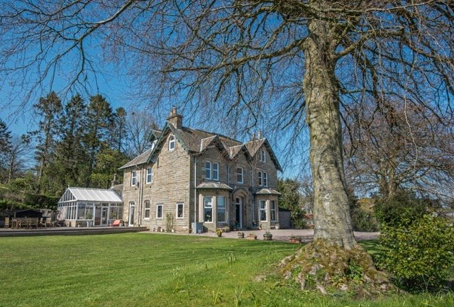 Check out this truly stunning country home...