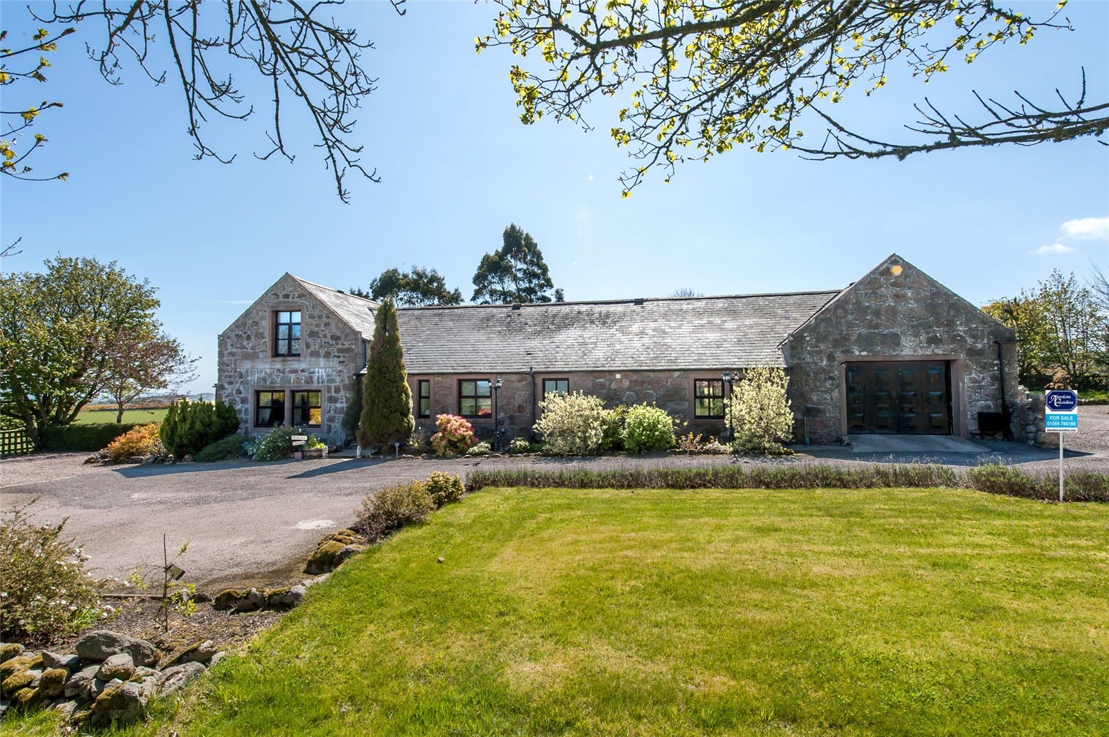 Six steadings which are perfect for country living...