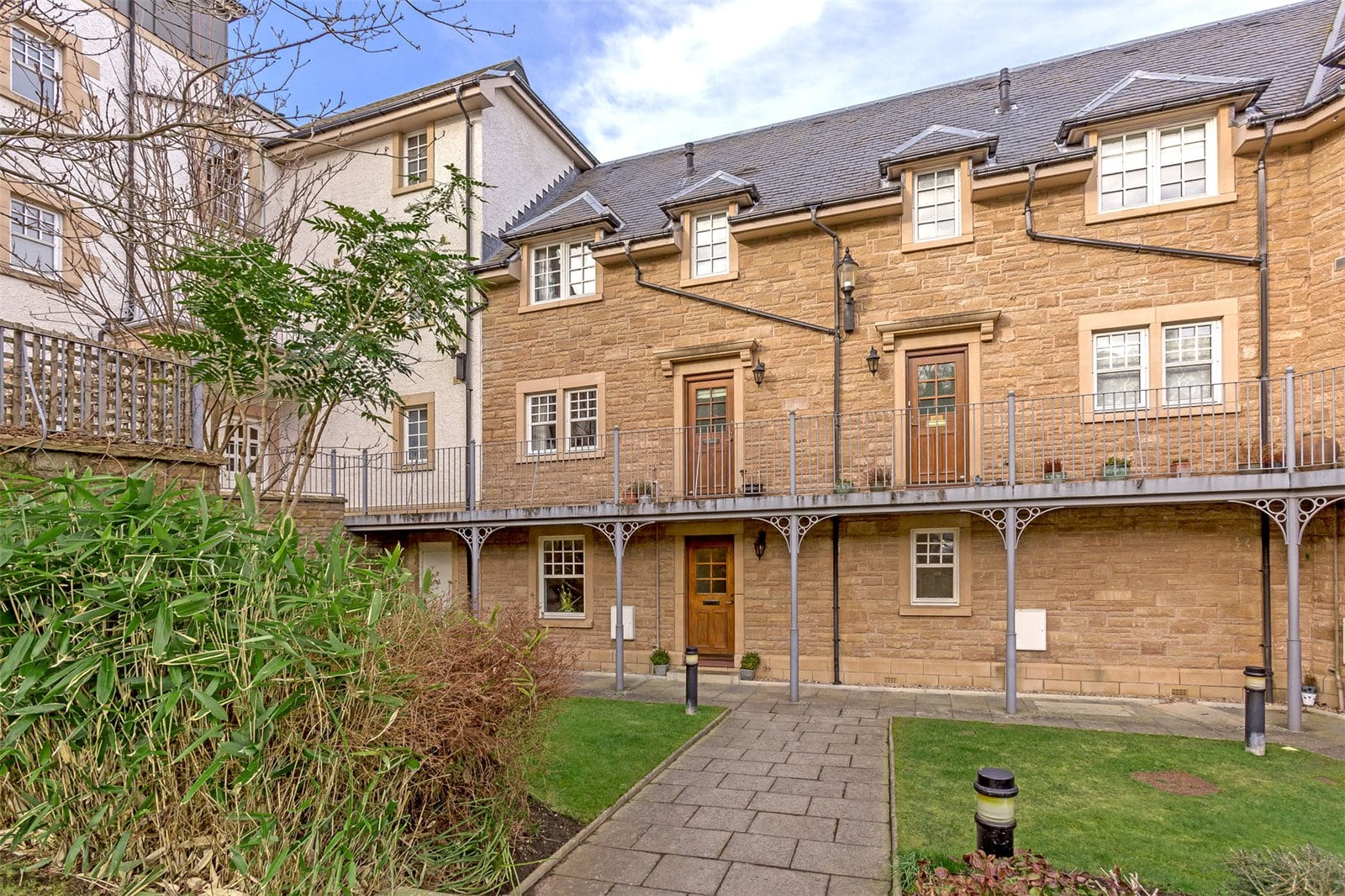 Immaculate flat in a sought-after Edinburgh location