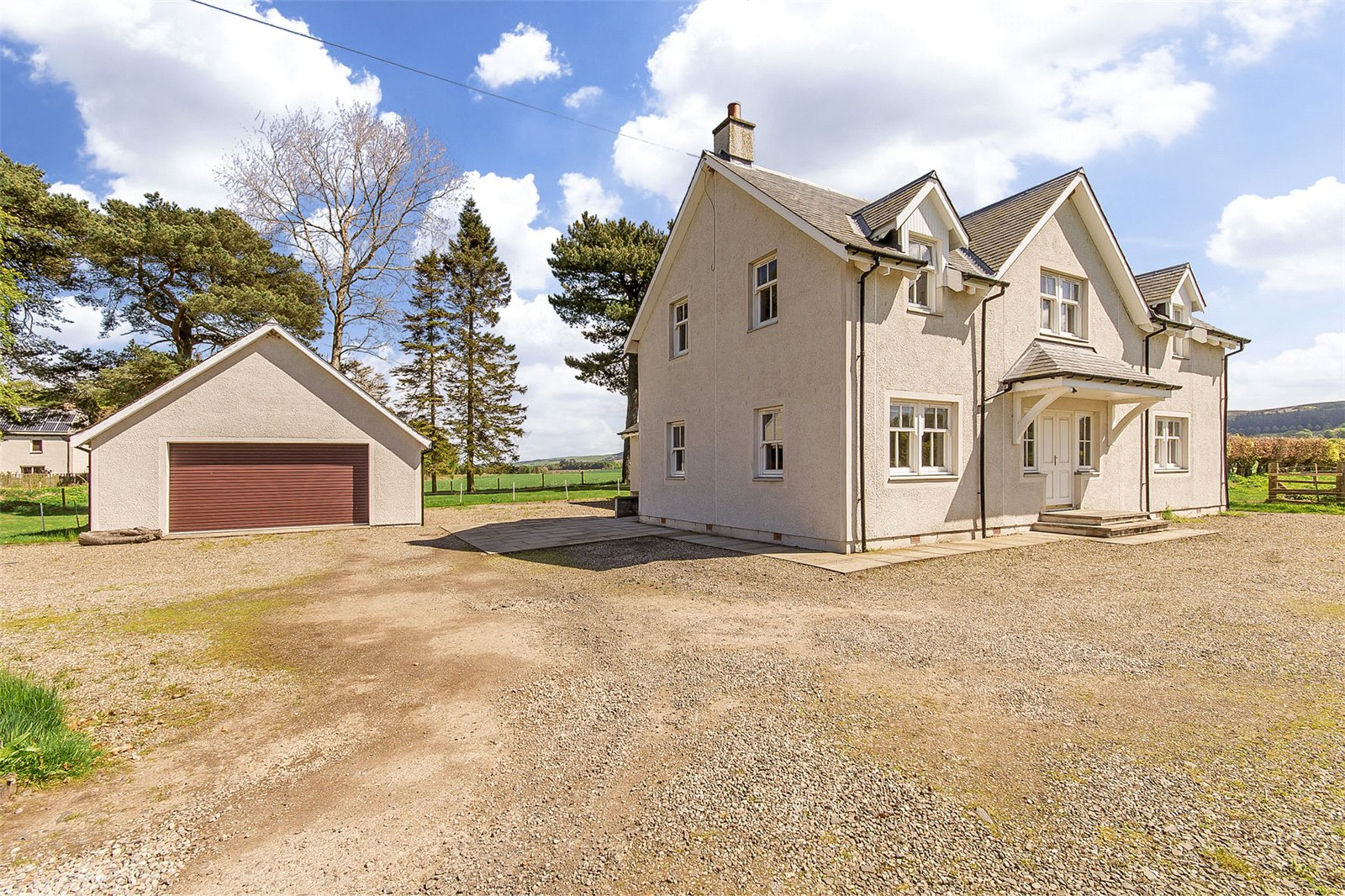 Detached house in the country with two acres of paddock