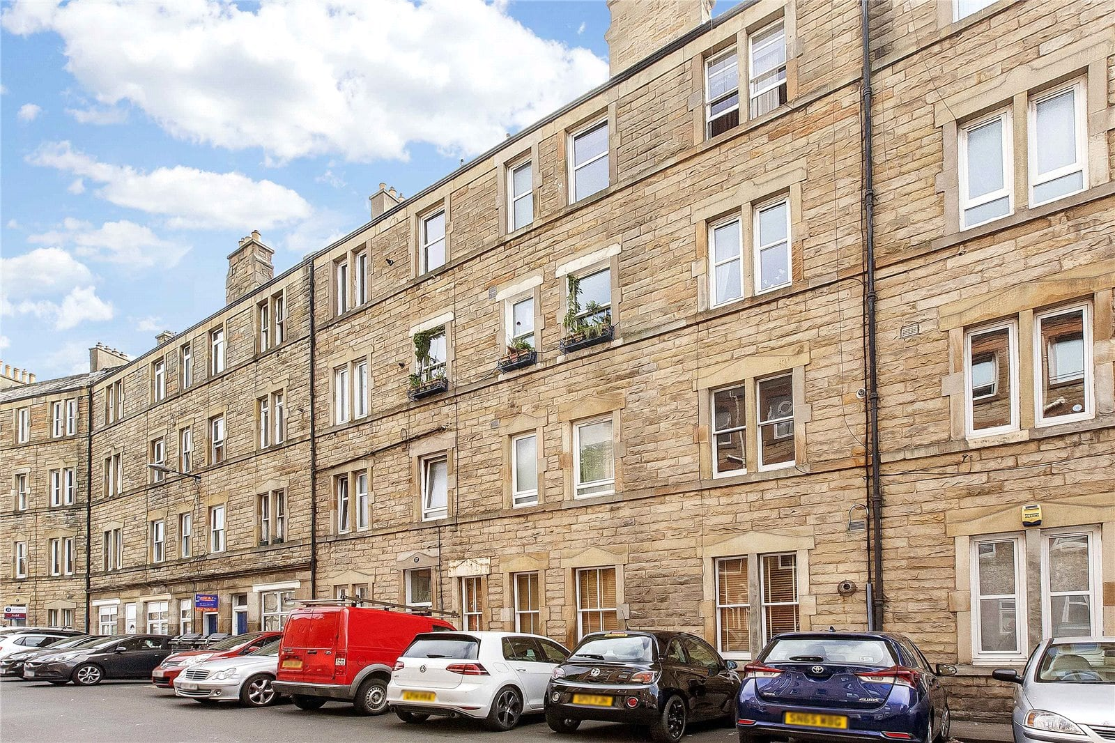 Fantastic flat minutes from the Royal Mile