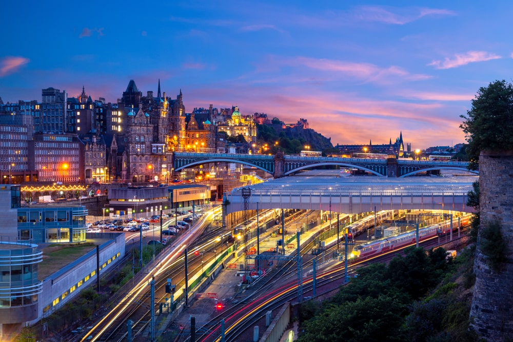 Workers in Edinburgh can save more than £80,000 by commuting