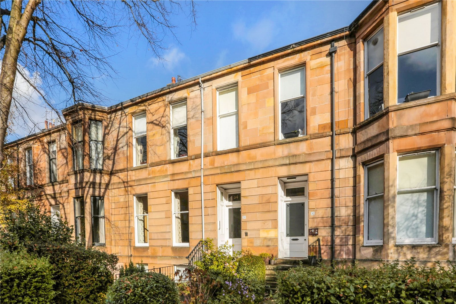 Upgraded one bedroom flat in sought-after conservation area