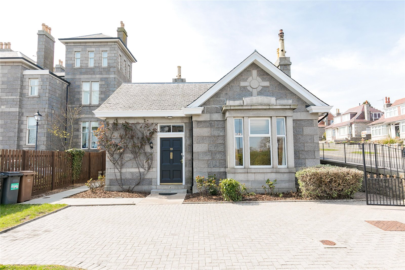Our latest properties for sale and to let (26th April 2019)
